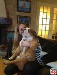 Stéphanie et son chien - Bulldog Anglais